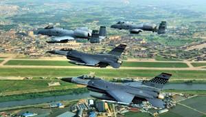 Osan_Air_Base_51_FW_F-16_A-10_Flyby