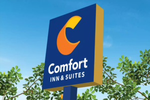 Comfort Inn and Suites Logo Sign in Tacoma, Washington State