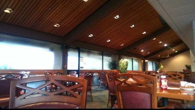 Oaks Restaurant and Lounge