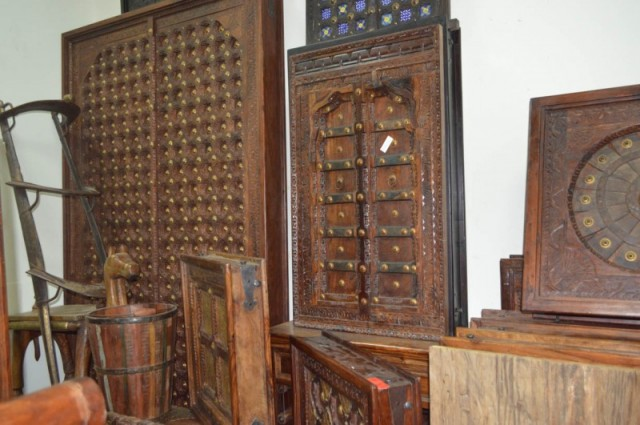 Alaa Aladeen Handicrafts Furniture Wholesaler