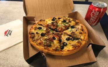 Base pizza hut yokosuka